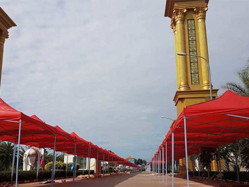 That Luang Lake Walking Street