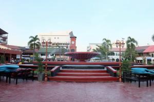 Daytime View of Nam Phou Park