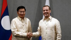 Prime Minister Thongloun Sisoulith meets with Russian counterpart Prime Minister Dmitry Medvedev at the 2017 ASEAN Summit, Manila