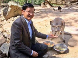 PM Thongloun with kangaroo