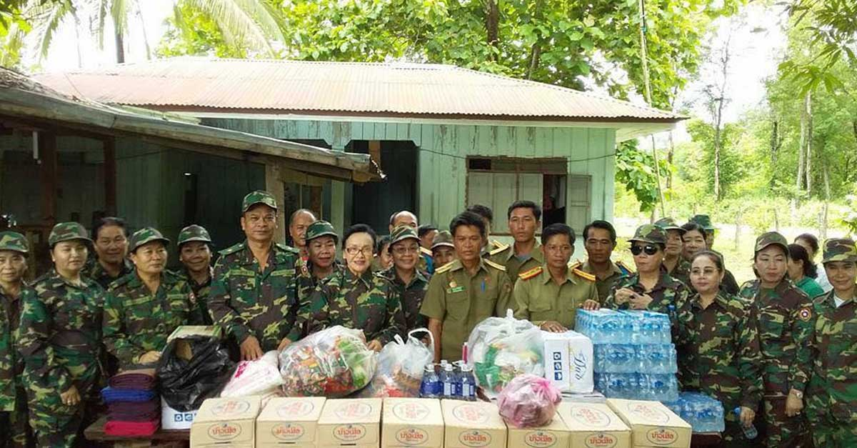 naly sisoulith makes a donation to soldiers