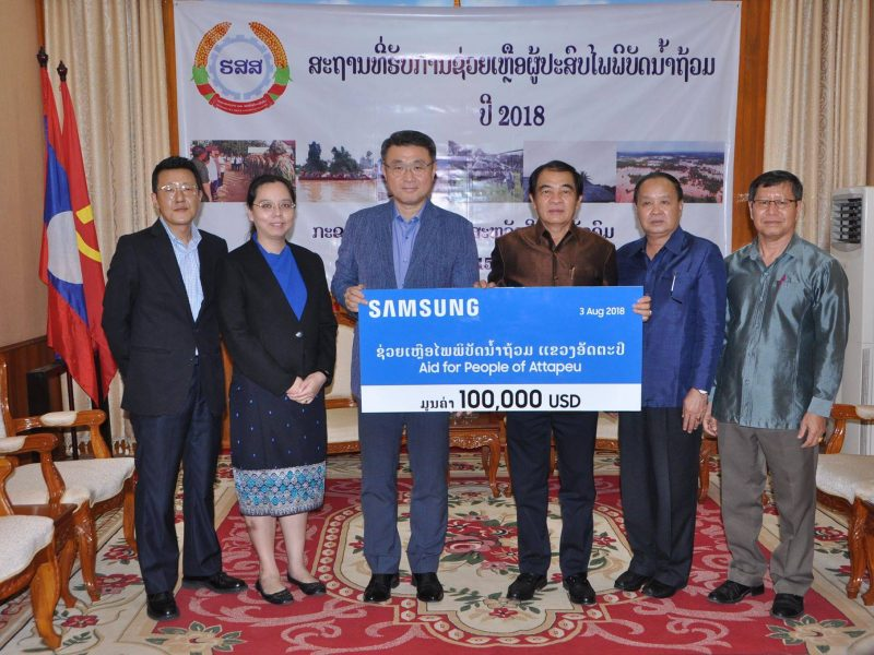 Lao Samsung Electronics donated US$100,000 to assist with