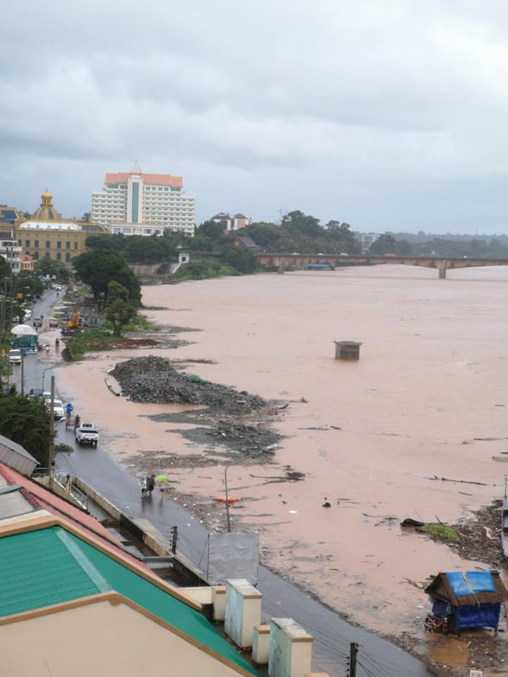 River bursts its banks in Pakse